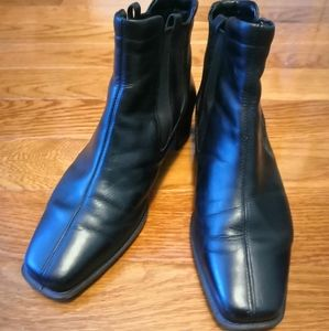 Ecco black leather pull-on ankle boots